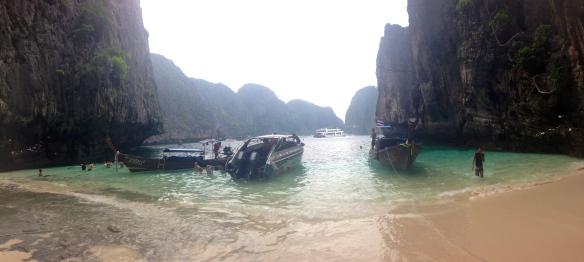 Dive break lunch in Maya Bay.