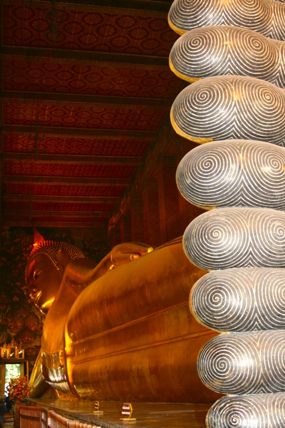 The famous, massive Reclining Buddha of Wat Phi